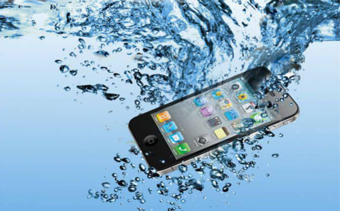 как спасти телефон упавший в воду